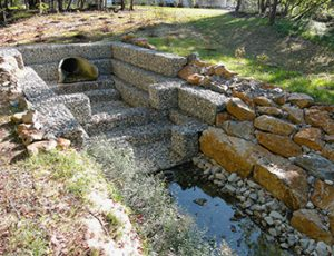 Two-tiered gabion basket scour hole weir